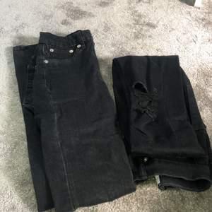 2 superfina väl använda jeans från lager157. Ena byxan är gråaktig i färgen medans den andra har hål på knäna. Säljer pga att som har blivit försmå. 65kr styck eller 170kr för båda💓