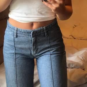 Jättenajs jeans med mellanväg midja som tyvärr är lite för korta för mig 😢