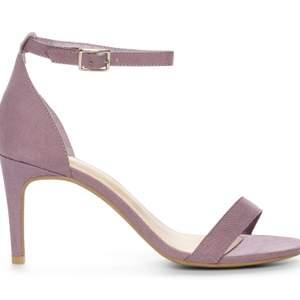 Sandaletter i pastell-lila i strl 40. Helt oanvända. Frakt ingår i priset