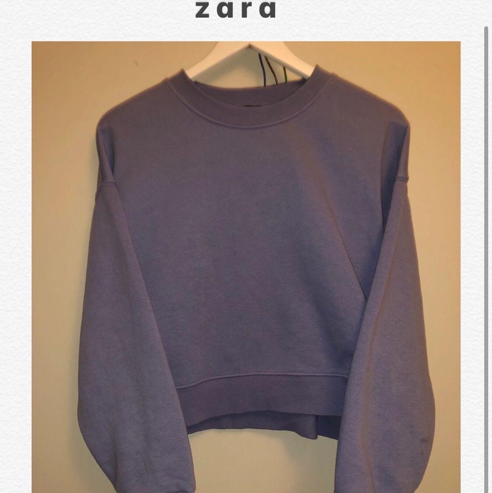 ⭐️En pastell blå sweatshirt från Zara, köpt för 300!!!      Välanvänd och mysig tröja som jag dock växt ur⭐️. Tröjor & Koftor.