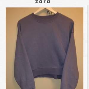 ⭐️En pastell blå sweatshirt från Zara, köpt för 300!!!      Välanvänd och mysig tröja som jag dock växt ur⭐️
