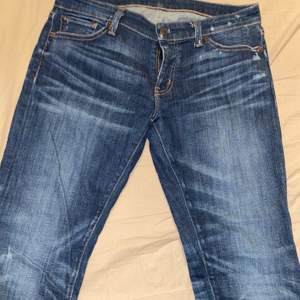 Superfina jeans från Ralph Lauren med snygga slitnings detaljer, som nya