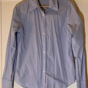 Ben sherman skjorta blå och vitrandig, köpt second hand i London