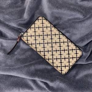 Plånbok från By Marlene Birger💖 Välanvänd och med små förslitningar (loggan på yttersidan är bortnött), självklart äkta!💖 200kr + eventuell frakt!