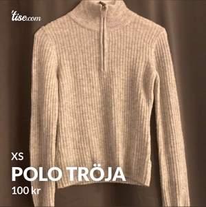 🤎Första tröjan är en super fin tröja som tyvärr knappt kommit till någon användning, så den är i nyskick.  Storlek XS.                                                                       🤎Andra tröjan är en tunn stickad tröja i storlek XS. Den är endast använd någon enstaka gång och är i nyskick.                                                                           🤎Leopard tröjan är i storlek S och är även den i nyskick. 90 kronor styck + frakt.