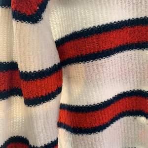 Säljer denna tröjan från H&M som inte används längre. 💖