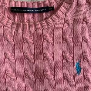 !Köpvilkor i min bio!  Säljer min superfina rosa stickade Ralph lauren tröja då den inte riktig är min stil längre. Den är i bra skick och otroligt fin. 💗 BUDA I KOMMENTARERNA!! 💗