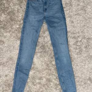 Jeans storlek 36, använda ett fåtal gånger, nypris 499kr