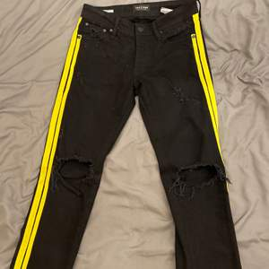 Slitna jeans med stripes, Inte använda bara liggandes, storlek 28/32