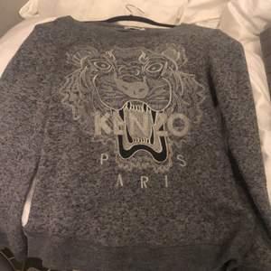 Nu säljer jag min KENZO PARIS tröja använd 4 gånger. Storlek: S