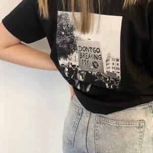 Hej!!!! Kolla in mitt och tre andra tjejers UF-företag på instagram☺️ Vi säljer långärmade tröjor och t-shirts med tryck på som uppmärksammar samhällsproblemen i världen!🌟🌍 Försäljning sker på vår instagram!!👊🏻👊🏼👊🏽👊🏾👊🏿 Instagram - @thesocietyuf                                                    Tröjorna är Unisex och finns i storlekarna S, M och L🌟🌍