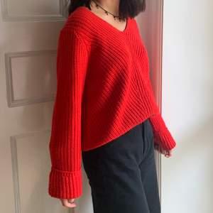 Säljer denna fina stickade tröja från Gina Tricot som inte kommer till användning längre tyvärr. Den är i normalt skick skulle jag säga, pyyyyttelite nopprig men det är inget som syns om man inte kollar mycket nära. 🥰🥰 Möts upp inom gbg annars står köparen för frakten💕