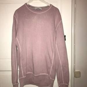 Säljer av min Stone island Sweatshirt, använd ett fåtal gånger. 8/10 condition. Pris och frakt kan diskuteras