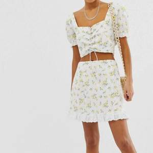 Säljer denna super fina kjol från Asos! Aldrig använd! 💖💞💖💞💖 Kan skicka fler bilder vid intresse