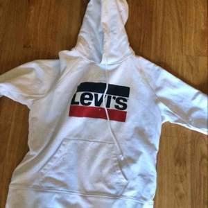 Najs hoodie från Levis