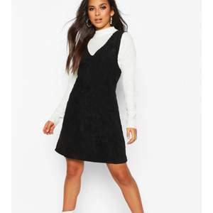 Supertjusig klänning i manchester! Aldrig använd då den var för stor.