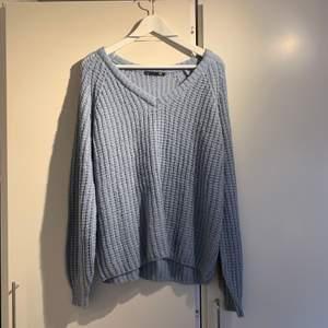 Blå stickad tröja från Lager 157. Aldrig använd