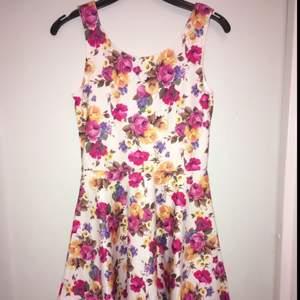 Trikå klänning från Bubbleroom, stl S men passar XS-M, använd 1 gång. Köparen står för frakten