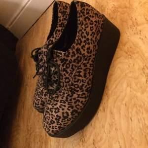 Platåskor i leopard från dinsko oanvända😁