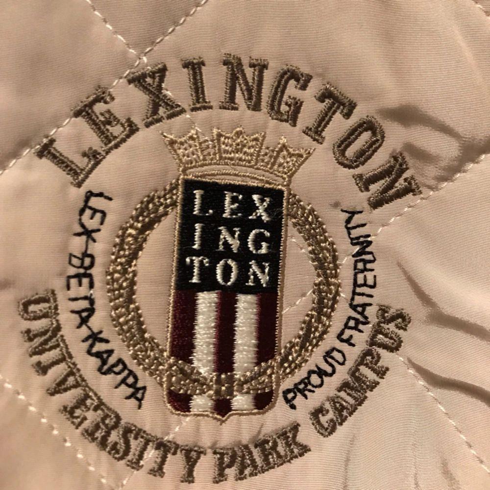 säljer lexington jacka (lång modell) använd fåtal gånger. Storlek XS.. Jackor.