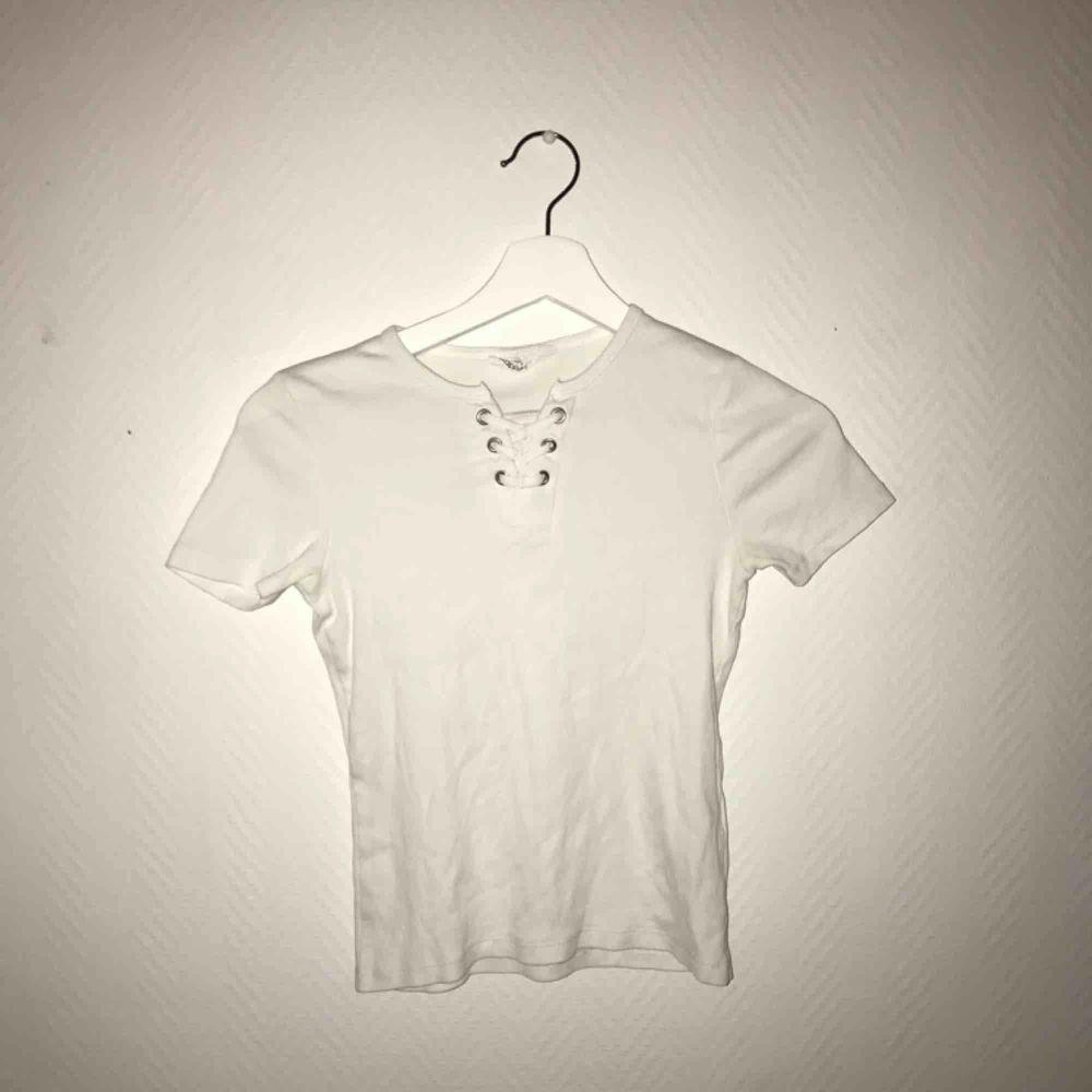 Vit t-shirt . T-shirts.