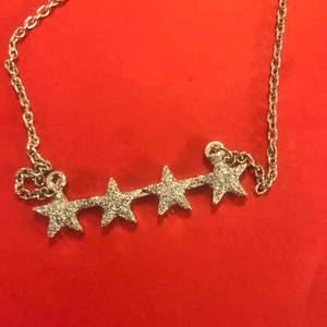 Fin halsband med stjärna , pris inkl frakten  Kolla gärna mer på min sida :)✨ har endast nöjda köpare! ☀️☀️☀️