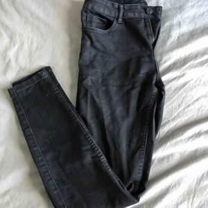 Använda! Svarta jeans. Frakt tillkommer