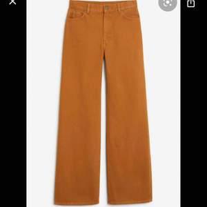 monki Jeans i modellen Yoko säljes! Endast använda 2 gånger. BUDA! Om någon budar högre än dig under 24 h går budgivningen vidare😊 Jag står inte för frakten!