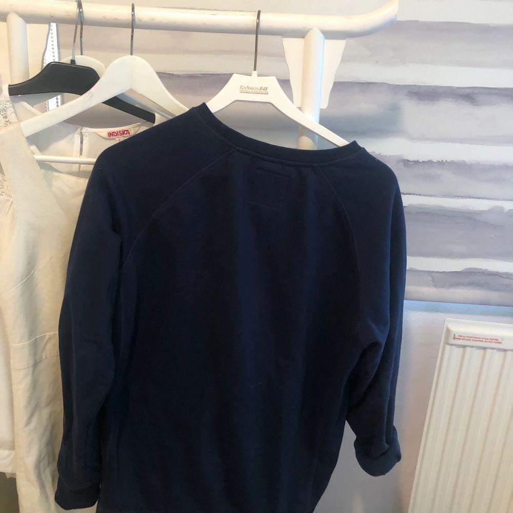 Svincool, storlek M, långa armar, frakt tillkommer . Huvtröjor & Träningströjor.