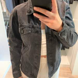 Svart jeans jacka från zalando