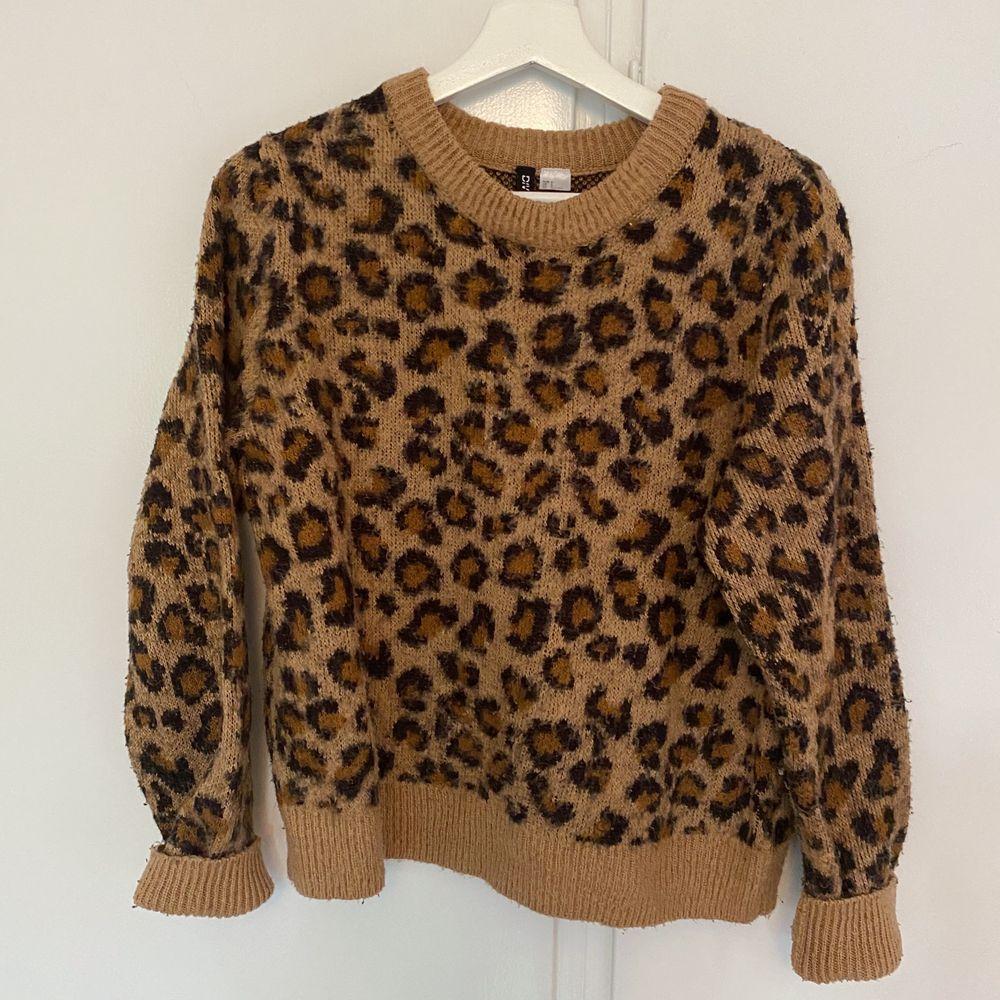 Leopard tröja. Köparen står för frakt. . Huvtröjor & Träningströjor.