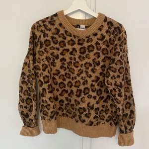Leopard tröja. Köparen står för frakt.