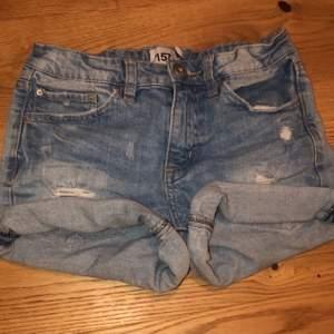 Jeansshorts från lager 157. Strl: 160.