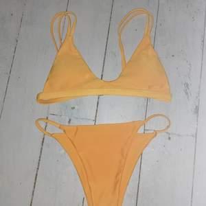 Säljer denna jätte fina bikinin ifrån zaful säljer pga av att den inre kommer till användning.det är inte fläckar på den utan det blir så i min kamera ibland🥰 jätte fin kvalite å knappt använd❤️