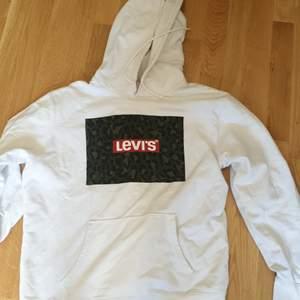 Säljer min knappt använda Levi's hoodie. Skick 9/10 Köpare står för frakt. (Tar gärna emot bud)