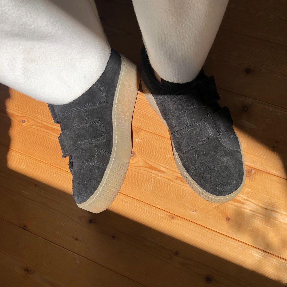 Såå fina skor från Tamaris i storlek 37. Nypris 779kr, mitt pris 200kr! Köparen står för frakt💙 . Skor.