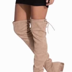 Säljer mina Nelly overknee boots som är endast PRÖVADE 1 GÅNG. Jag råkade beställa fel storlek. Gott som nya. Nypris 600kr. Mitt pris: 200. (Pris kan diskuteras vid snabb affär)