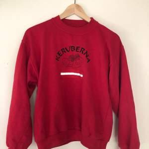Röd sweater med reflex, supercool och jätteskön 🤩