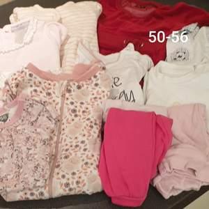 Hela och rena kläder till bebis flicka