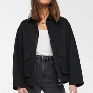 Superfin jacka som är använd endast 1 gång! Köpare står för frakt. Köpt för 440 för ungefär i månad sedan.