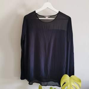 Tröja från HM med mesh tyg uppe och nere, fint skick. Storlek L men den är liten i storleken. Köparen står för frakt.
