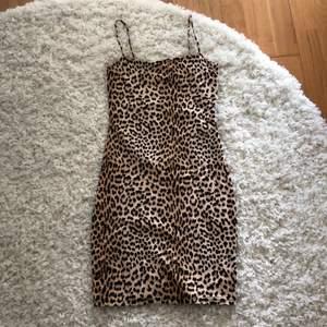 Superfin leopard klänning ifrån Gina Tricot! Passar perfekt till vardags & även fest!😍