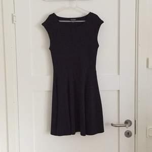 Snygg little black dress från Topshop. Sååå skönt material och ser himla bra ut på. Använd 1-2 gånger, nyskick!