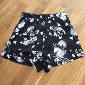Rihanna x River Island shorts. Använda en gång pga för liten strl. Petite petite. 150 + frakt 🌹