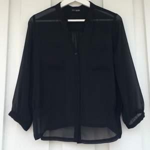 Svart blus, äkta DKNY,  knappt använd