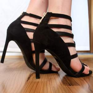 Super elegant shoes from NLY (nelly.com) in black with a golden zipper in the back. Comfortable and not too high in my opinion.   OBS. If you're not used to walking in high heels, don't start with this pair haha!  They're easy to walk in once you're comfortable with heels.