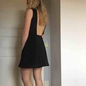 Jättefin klänning från Nelly, storlek Xs men materialet är stretchigt så passar även en S. Använd engång så i nyskick.