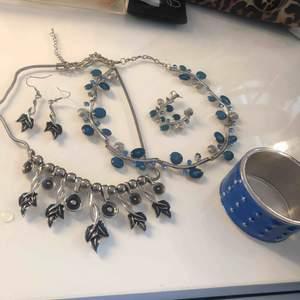 Halsband med matchande örhängen & ett armband. Allt för 90kr. Endast paketpris⭐️ du står för frakt ca 32kr