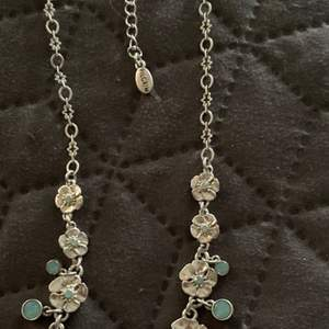 Pilgrim halsband o set från jade&jasper . Så fina . Frakt 18kr. Välkomna