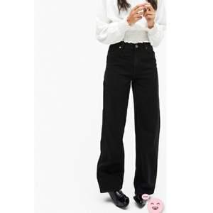Svarta jeans från monki. Frakt tillkommer. Kontakta mig om ni vill ha fler bilder.